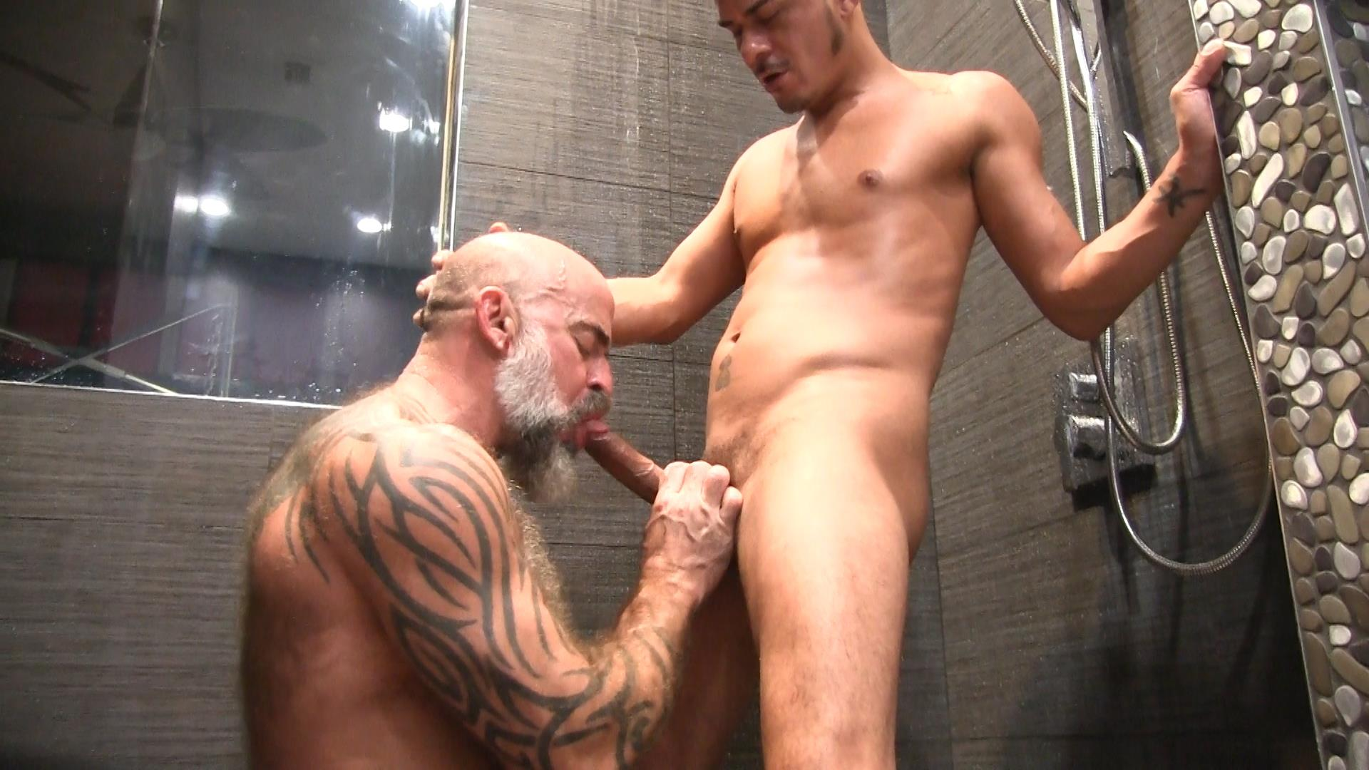 Victor-Cody-XXX-Nate-Pierce-and-Cesar-Xes-Bareback-Bathhouse-Sex-07 Getting Fucked By A Hairy Daddy In The Bathhouse Shower
